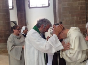 Prot Eucharist Catholic Dominican receiving a blessing  smaller
